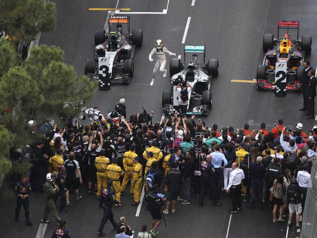 Gp Monaco, vince Hamilton davanti a Ricciardo. Quarto Vettel