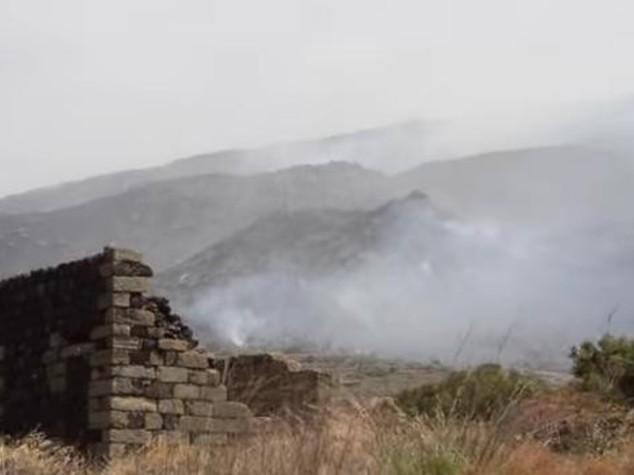 Pantelleria brucia ancora, canadair in azione