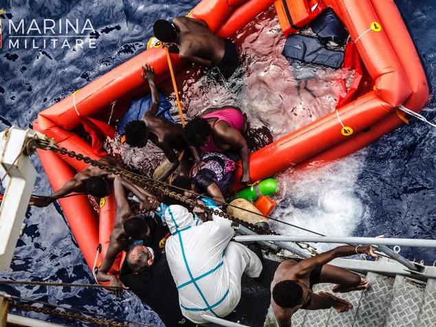 Sindaco di Lampedusa, basta filo spinato o nuove stragi