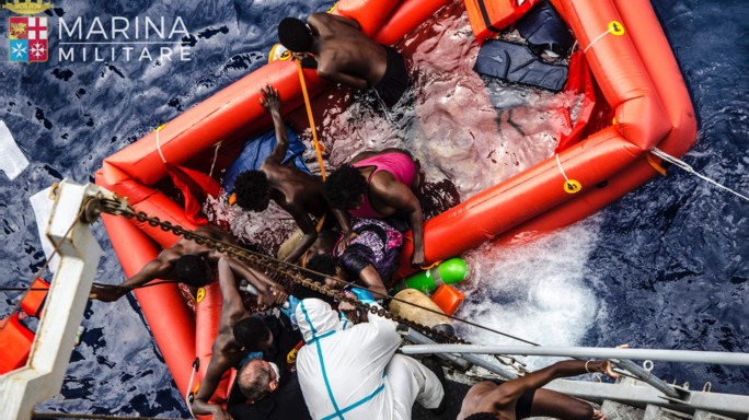 Migranti: Cei, no agli hotspot in mare