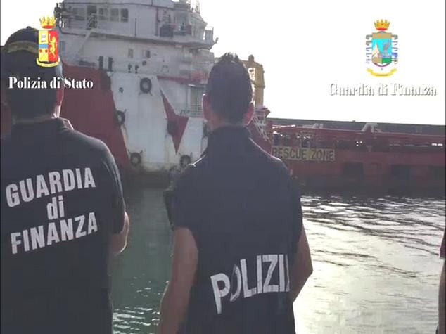 Migranti, 16 scafisti fermati a Catania -  VIDEO