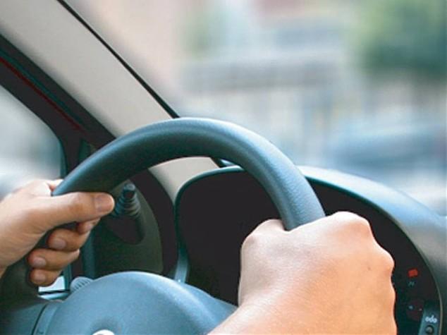 Guidare l'auto per lunghi periodi aumenta rischio cancro