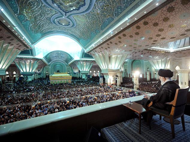 Iran: 27esimo anniversario morte Khomeini, i due volti del Paese