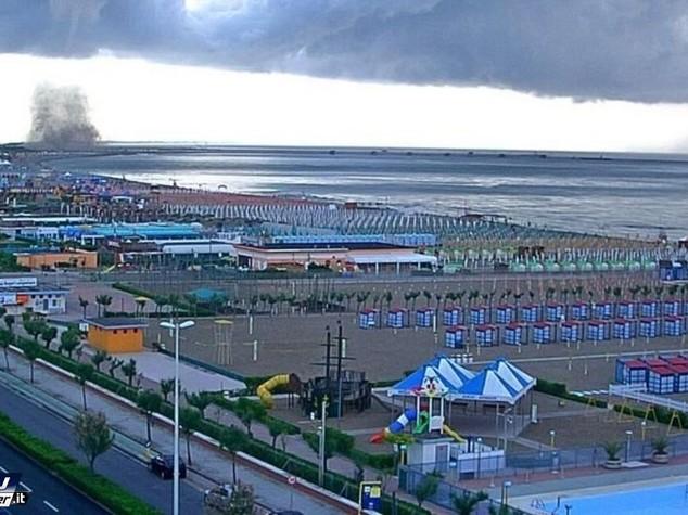 Tromba d'aria sulla spiaggia di Chioggia, colpite strutture ricettive