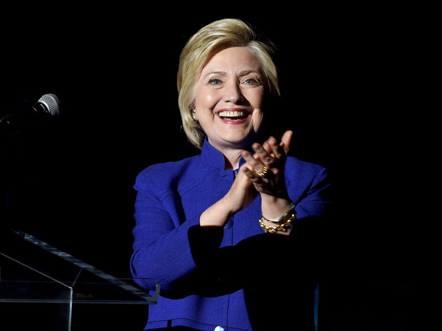 Hillary spera in un colpaccio con il voto anticipato