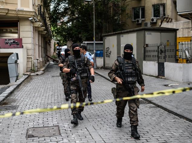 Autobomba davanti un commissariato turco, morti 2 agenti