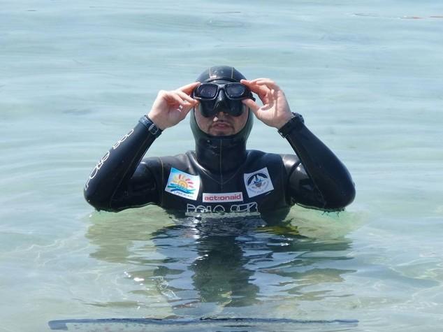 """Giochi mare: Arrigoni nuota 1 km da delfino respirando solo 95"""""""