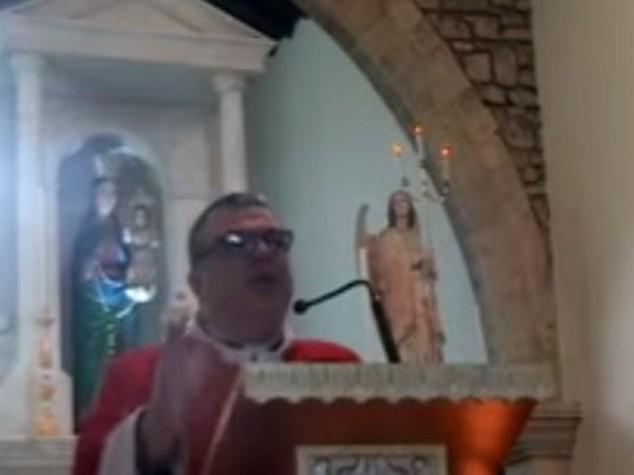 """La predica choc del parroco sardo, """"gay meritano morte"""""""