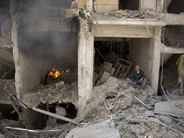 Siria, coalizione continua a bombardare Manbij