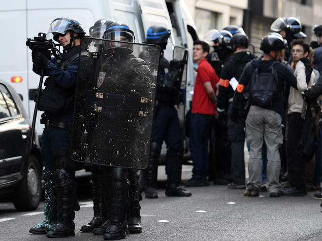 Euro 2016: primi scontri a Marsiglia, lacrimogeni contro i tifosi inglesi