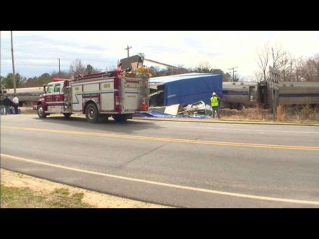 Usa: Tir sui binari, deraglia treno alta velocita' - Video