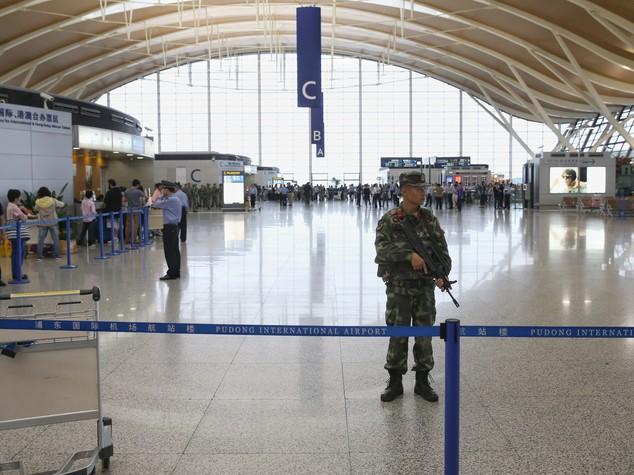 Due esplosioni all'aeroporto di Shanghai, 4 feriti