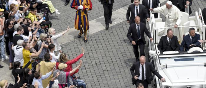 Il Papa: non emarginate i disabili, il mondo non lo migliora chi è perfetto - VIDEO