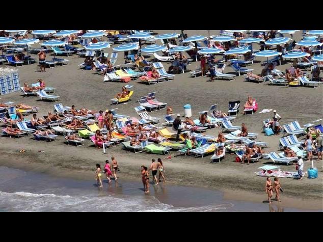Estate: 76% italiani fara' vacanze nella Penisola, 66% al mare