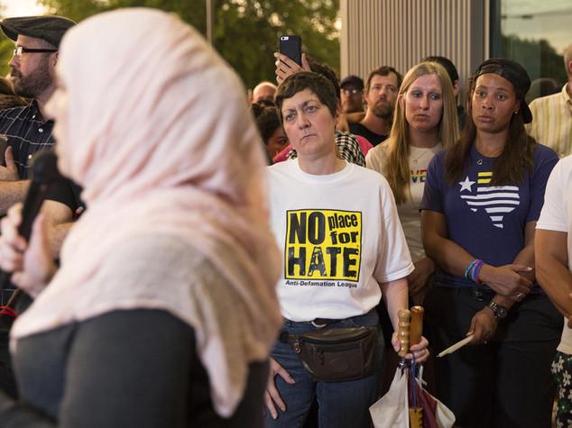 """""""Complici killer liberi"""", psicosi tra abitanti di Orlando"""