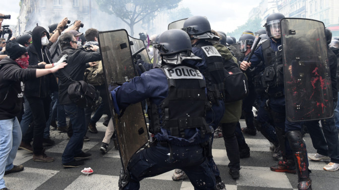 Scontri al corteo contro il Jobs Act francese, 40 feriti - VIDEO