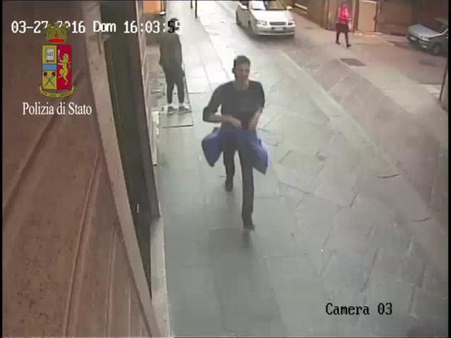 Rapine: Polizia Alessandria arresta 32enne, aggredi' giornalista - Video