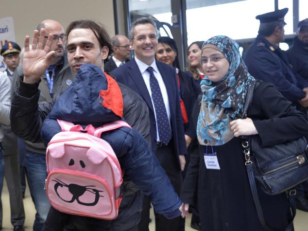 """Siria, arrivati a Roma 81 profughi grazie a """"corridoi umanitari"""""""