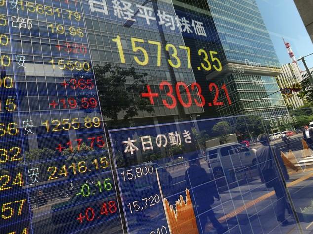 Borsa Tokyo chiude in rialzo 0,9%, bene energetici