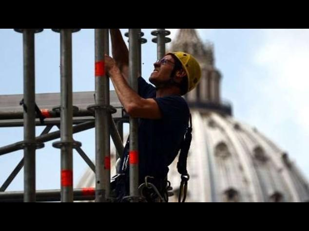 Lavoro: industria e costruzioni, in 136mila rischiano il posto