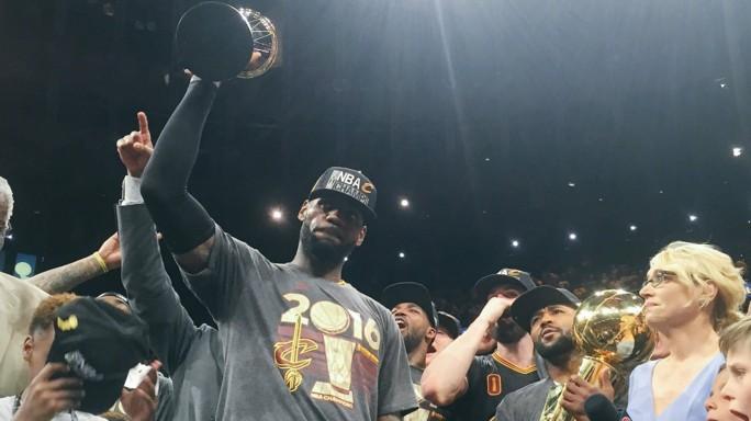 Cleveland vince titolo Nba. LeBron, stoppata 'impossibile' - Video