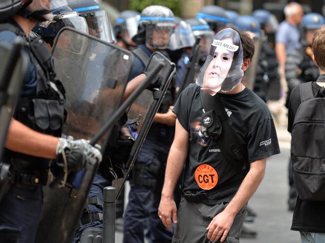 Corteo blindato a Parigi, 85 fermi prima dell'inizio