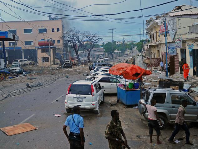 Shebaab fanno strage in un hotel di Mogadiscio, 35 morti