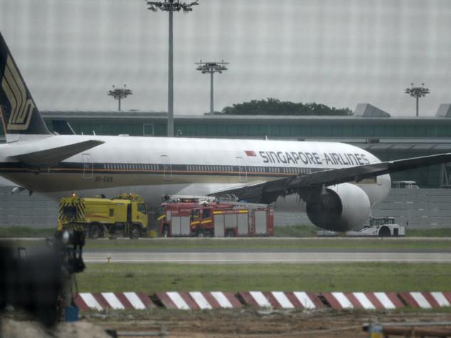 Incendio sul volo Singapore-Milano, 241 in salvo - VIDEO