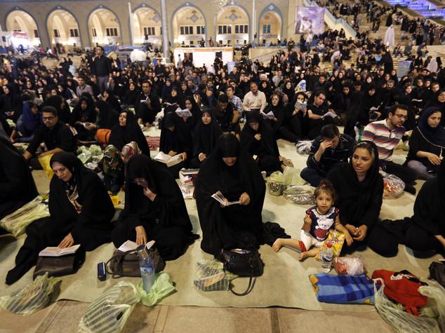 Iran, milioni di persone in nero in ricordo di Alì