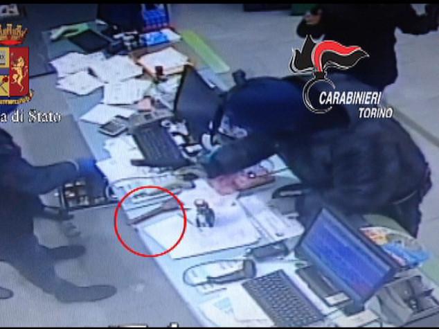 Rapine: tre arresti a Torino, presa banda che colpiva farmacie - VIDEO