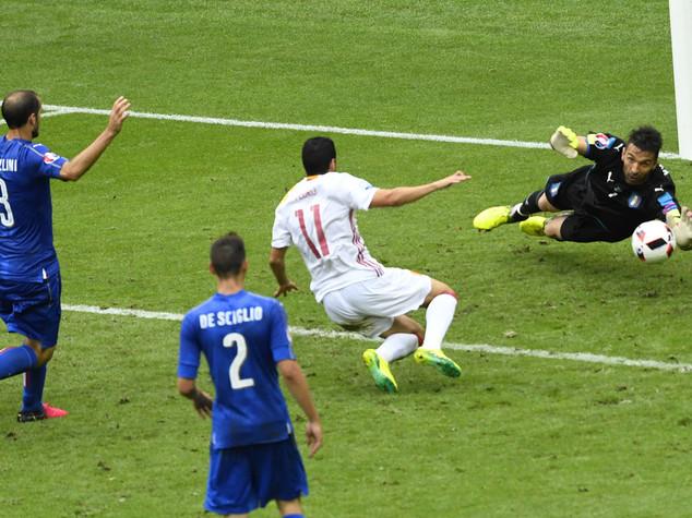 Football: L'Equipe puts three Italians on 'dream team'