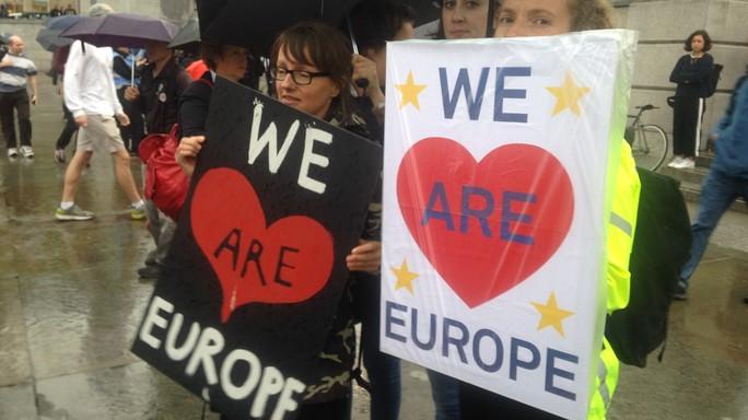 A Londra eventi pro-Ue vietati, ma piazze piene
