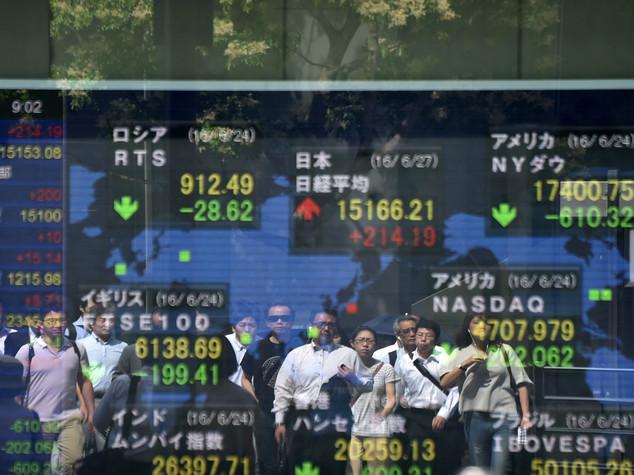 Borsa Tokyo punta su misure stimolo post-Brexit, +1,59%