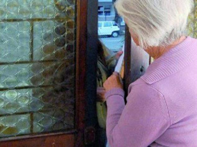 Truffe agli anziani,donna 74enne mette in fuga finto maresciallo
