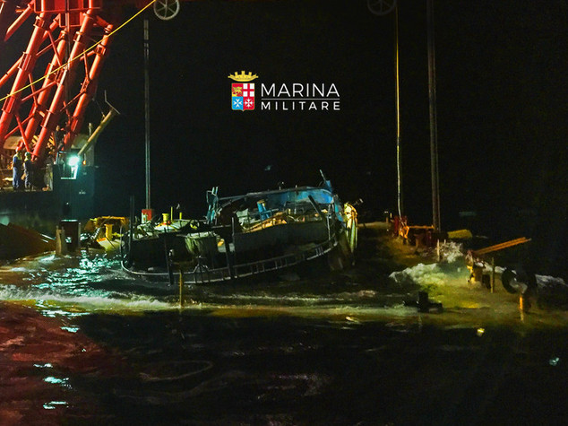 Peschereccio inabissato con 800 migranti, recuperato relitto -   VIDEO