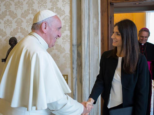 Raggi dal Papa con genitori e figlio