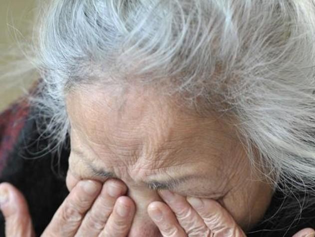 Lecce, finto avvocato truffa gli anziani. La polizia diffonde l'identikit: