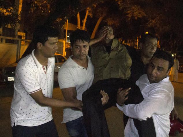 Blitz a Dacca, 7 morti e 13 ostaggi salvi