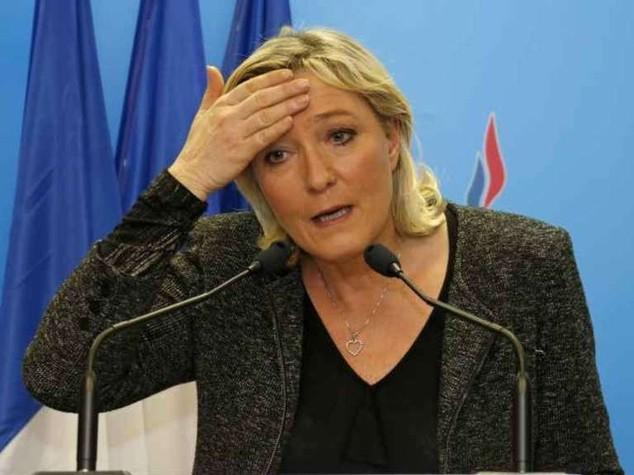 Il cane di Jean-Marie Le Pen divora il gatto di Marine