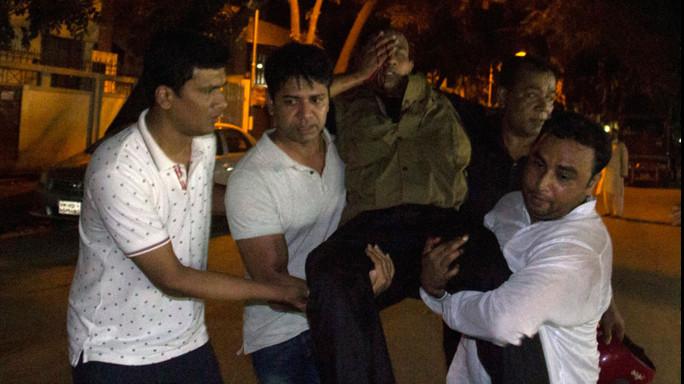 Terrore in Bangladesh: attacco Isis nel cuore di Dacca