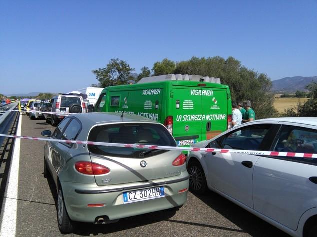 Assalto fallito a portavalori nel Cagliaritano, poi fuga con ostaggio
