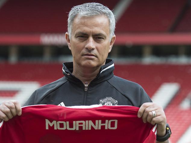 Manchester United, ora è ufficiale: ecco Mkhitaryan