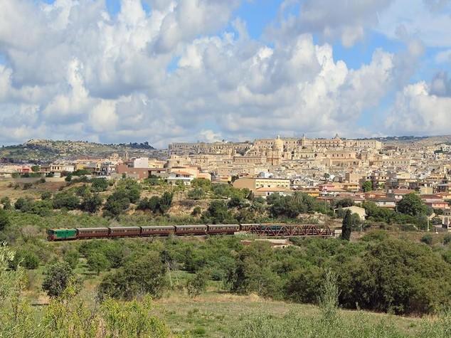 Cultura: viaggio in Sicilia tra mito e barocco sui treni d'epoca