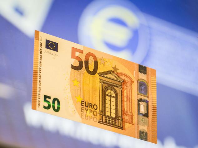 Bce svela nuova banconota 50 euro, 'contante mezzo affidabile' - VIDEO