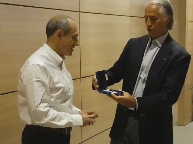 Malago' consegna palma d'oro Coni a Ettore Messina