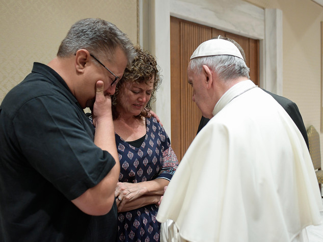 Il Papa incontra i genitori di Beau