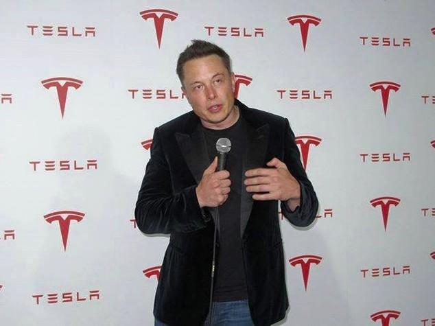Uber lascia il consiglio di Trump, Elon Musk resta (e spiega perché)