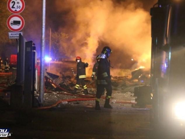 Esplosione in palazzina in provincia di Potenza, 3 morti