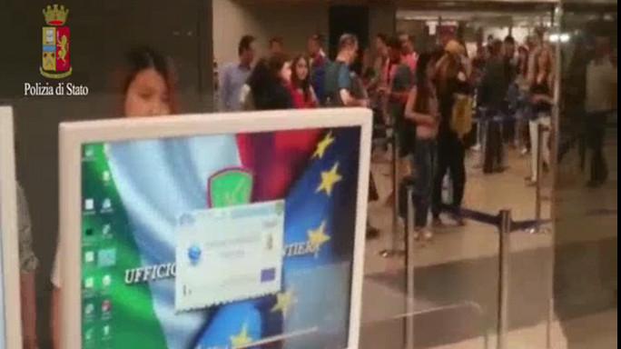 Terrorismo, traffico passaporti falsi a Fiumicino - VIDEO
