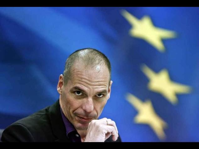 """""""Gli studenti a fare da esattori"""" Ricetta Varoufakis per la Grecia"""